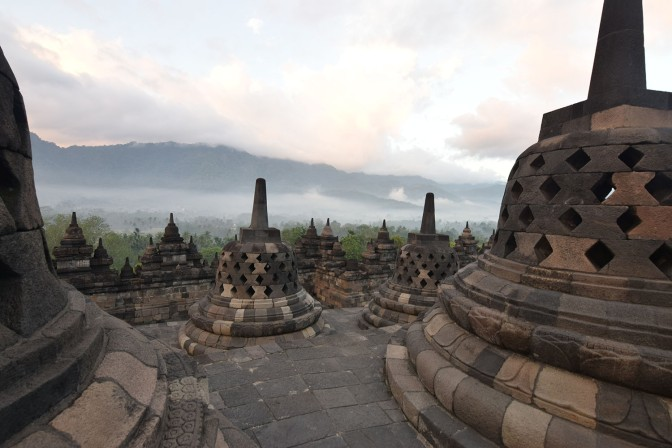 Around Asia – Indonesia (Day 2: Borobodur, Prambanan)